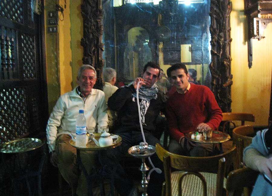 Fumar sisha en El Cairo - Cafe de los Espejos