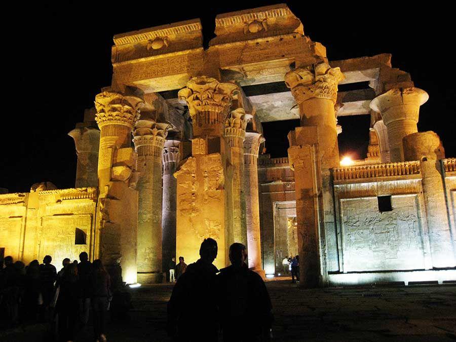 Visitar templos en Egipto de noche