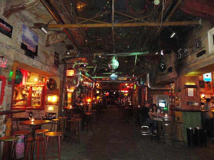Mejores bares y restaurantes de Budapest - Szimpla - Tusguiasdeviaje