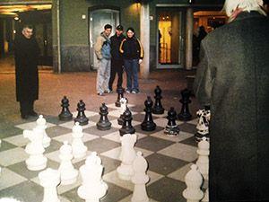 Jugar a la ajedrez en Amsterdam en la calle - Tusguiasdeviaje