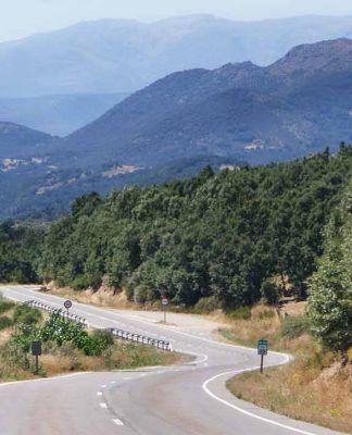 Tus tutas en moto con Kambo en Sierra de Gredos norte