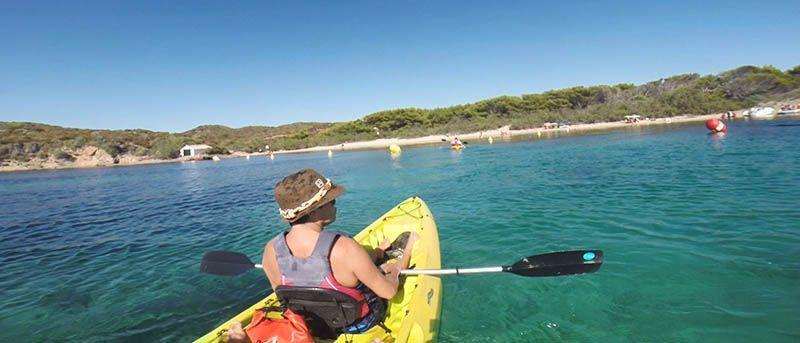 kayak-en-menorca-viajar-a-menorca