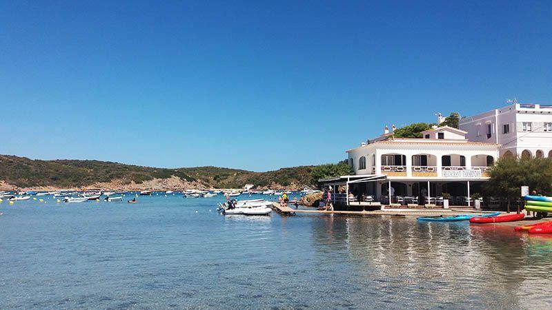 playa-des-grau-lugares-que-visitar-en-menorcaa-de-turismo