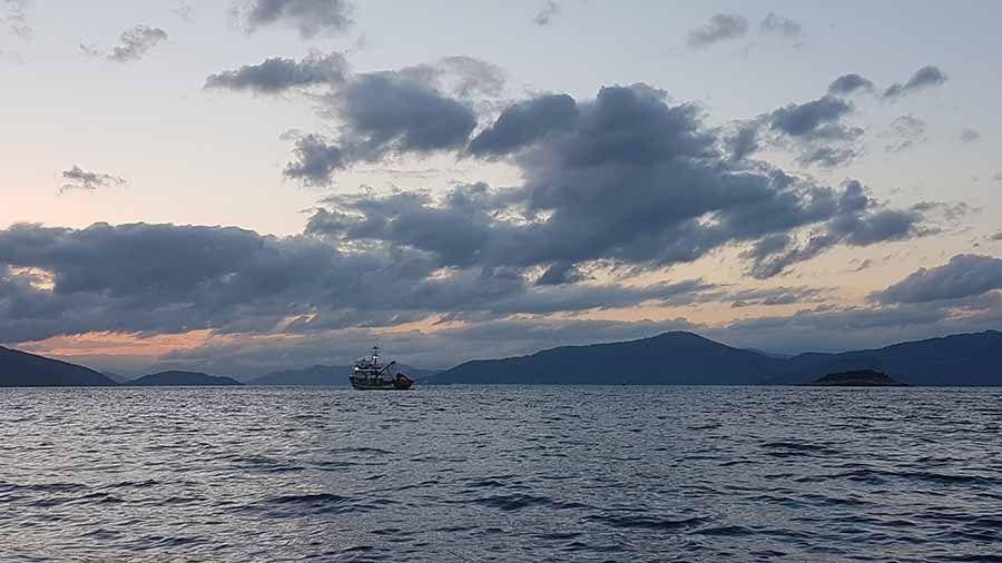 Vuelta en barco a Abraao en Ilha Grande