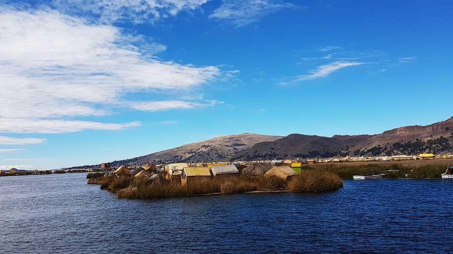 Excursión a los pueblos flotantes de Copacabana - Lago Titicaca