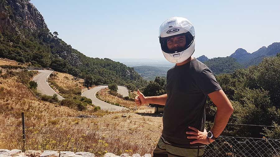 Carretera en moto por el Puerto de Soller - Mallorca