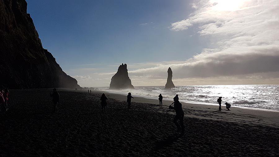 Playa negra en Islandia Reynisfjara Beach