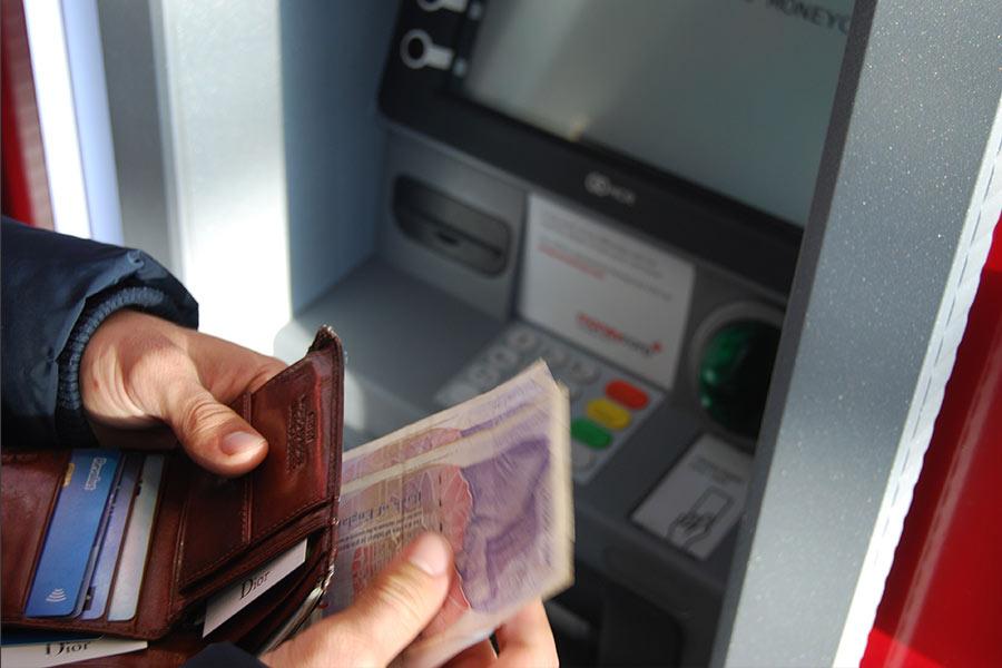 sacar-dinero-en-cajeros-locales