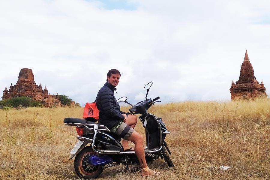 Alquilar-moto-en-Bagan