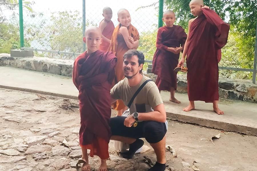 Ninos-budistas-en-mandalay-Birmania